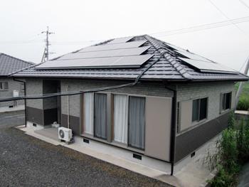 うちは屋根が小さいから・・・と諦めていた太陽光パネルが設置できてとても嬉しいです。
